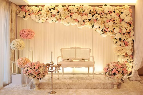 Pelamin: Modern Colors Wedding Stage