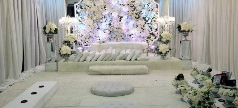 Pelamin: White Florist Home