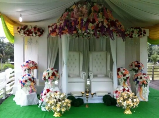 Pelamin: Simple Outdoor Mix Flowers