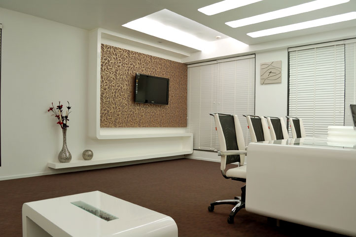 Boss room interior white clean sp models triump for Office cabin design